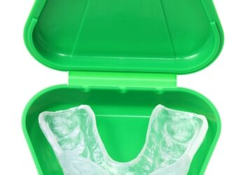How to Clean Invisalign: Cleaning and Maintenance Tips